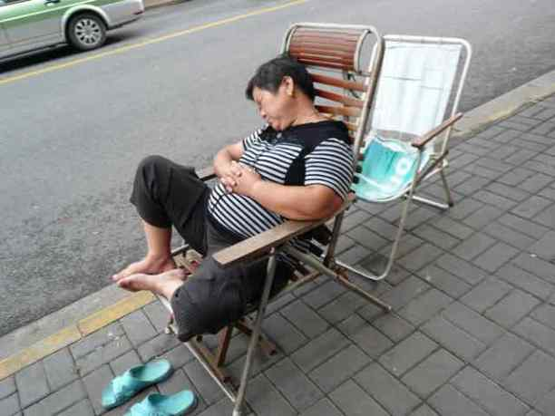 shanghai-homme-dormir-photogoogle-wordpress-daniel-fohr